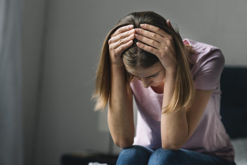 Mujer con estrés y angustia